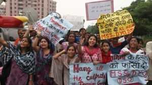A l'annonce du verdict, des femmes ont fondu en larmes, vendredi à New Dehli. Crédits photo : Altaf Qadri/AP