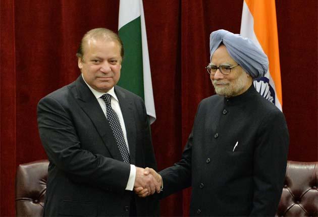 PM_Manmohan_Singh_meets_Nawaz_Sharif_shake_hand_29Sept13_630