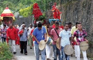 Procession hindoue dans les rues de Saint André