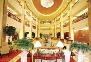 Le centre commercial haut de gamme DLF Emporio à New Delhi