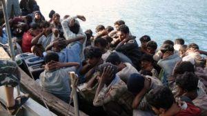 Un bateau de Rohingyas fuyant la Birmanie, arrêté par la police thaïlandaise. www.info-birmanie.org