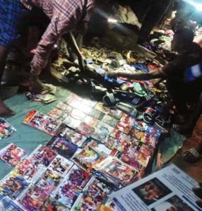 Vente de DVD piratés à New Delhi
